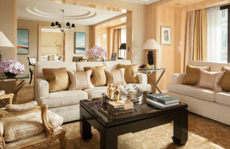 Guest room at Four Seasons - London.