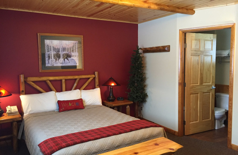 Guest room at Northwoods Lodge.