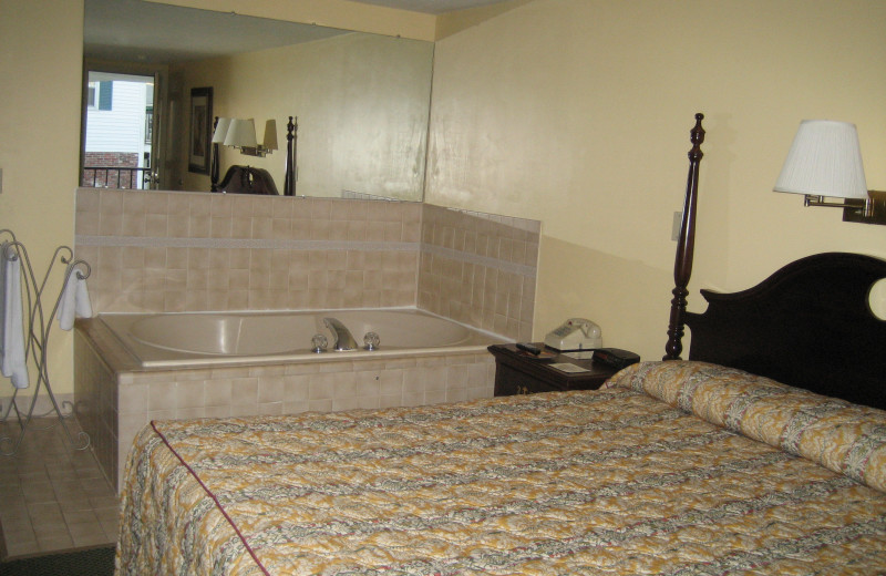 Jacuzzi guest room at Tidewater Inn.