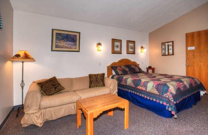 Guest room at 4 Seasons Inn.