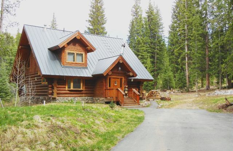 Vacation rental exterior at Alpine Meadows Management.