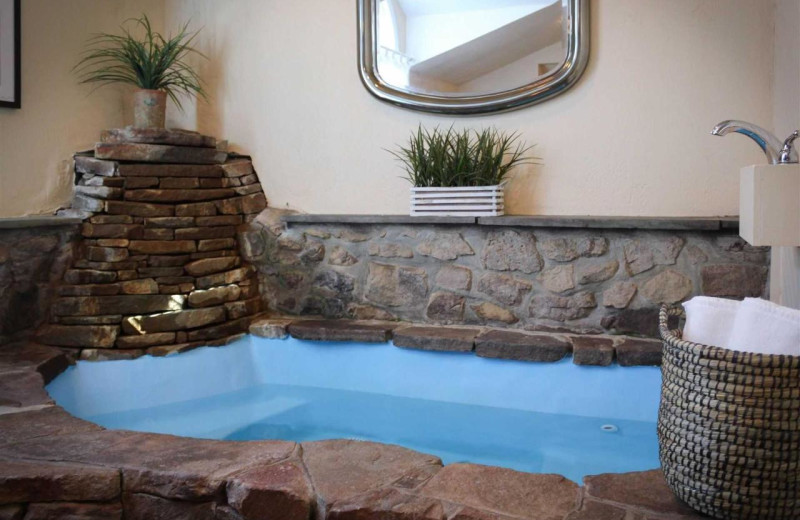 Guest hot tub at Joseph Ambler Inn.