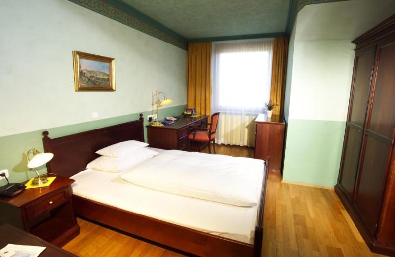 Guest room at Hotel Pfeifer Kirchenwirt.