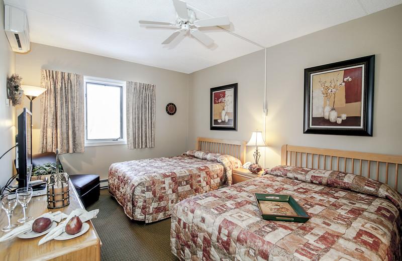 Guest bedroom at Rivergreen Resort.