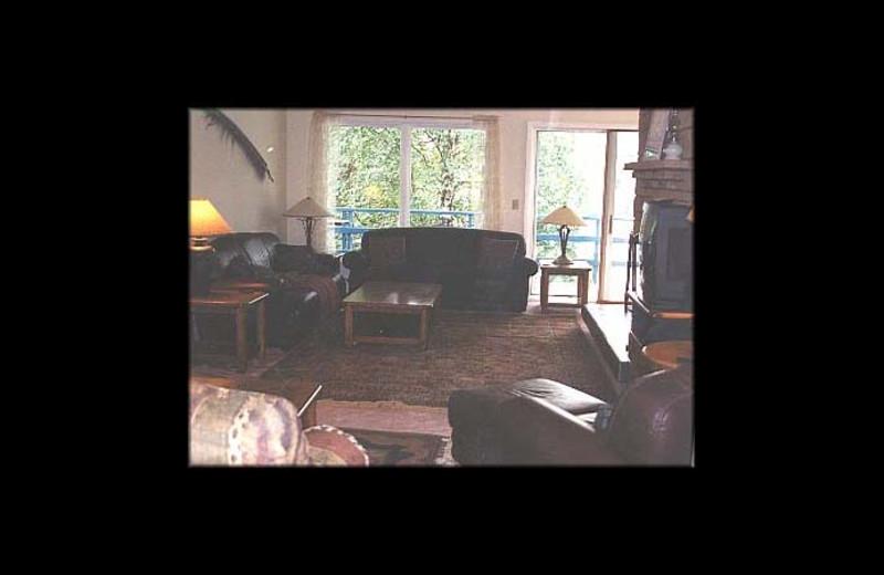 Living room at Yvonne's Kenai River Belle House.