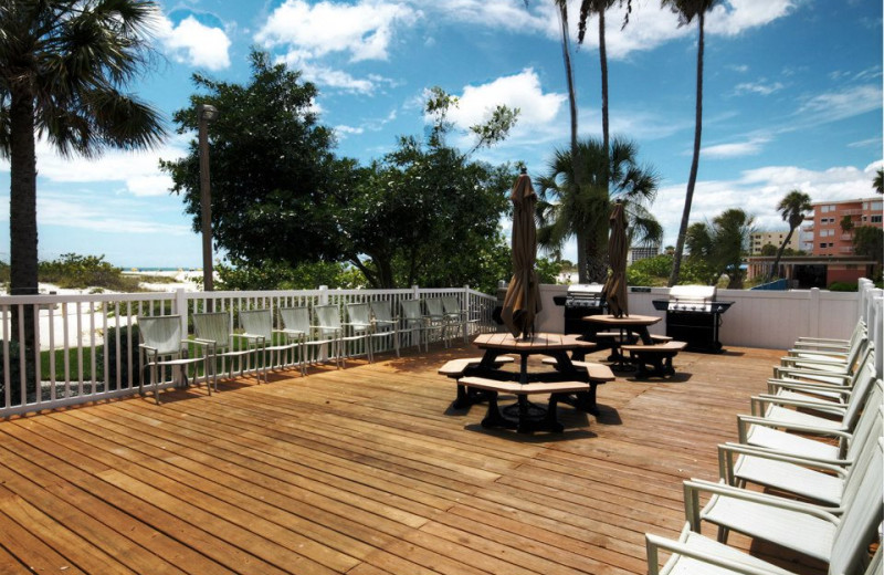 Picnic area at Sunsational Beach Rentals. LLC.