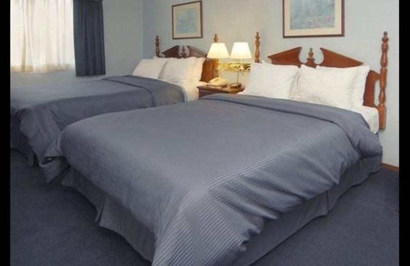 Guest room at Clarion Inn Silicon Valley.