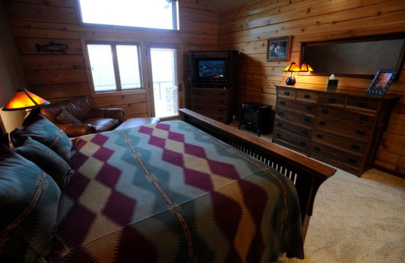 Guest bedroom at The White River Inn.