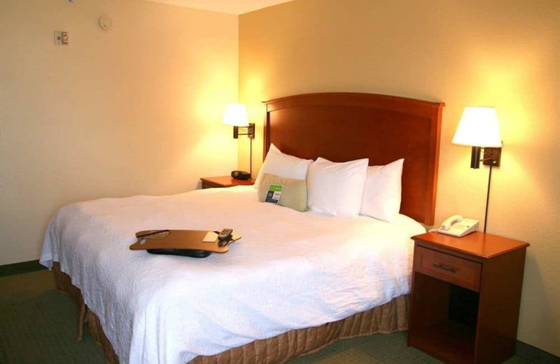 Guest room at Hampton Inn Tucson-North.