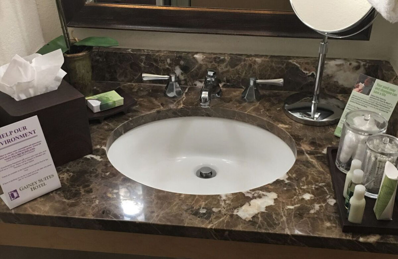 Room amenities at Gainey Suites Hotel.