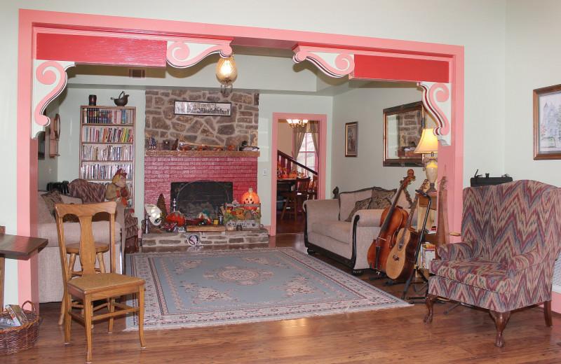 Living room at Ozark Country Inn.