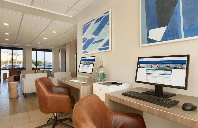 Computers at Surfbreak Oceanfront Hotel.