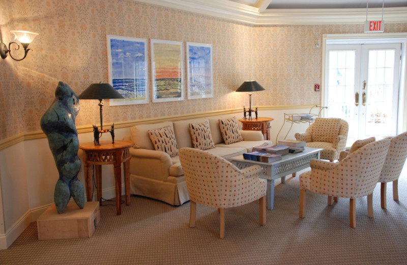 Lounge area at Southampton Inn.