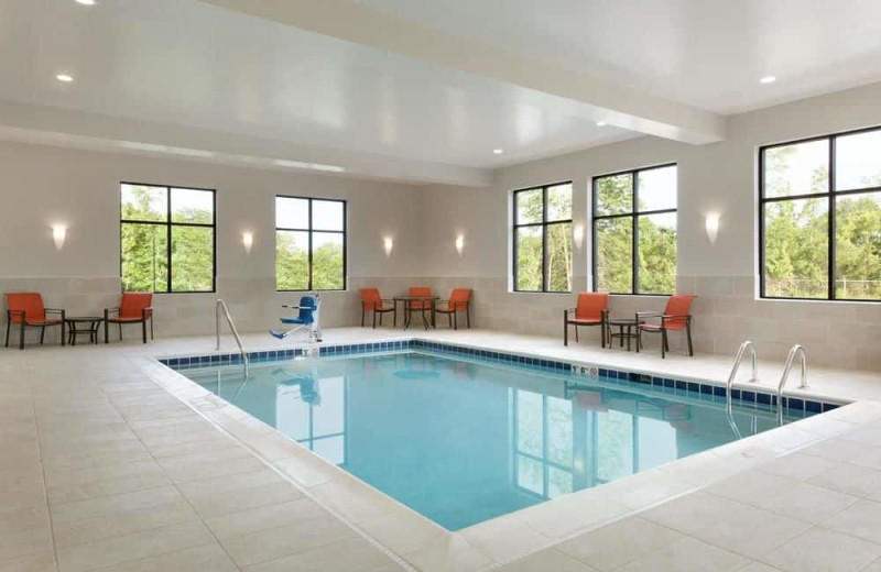 Indoor pool at Hampton Inn North Olmsted.