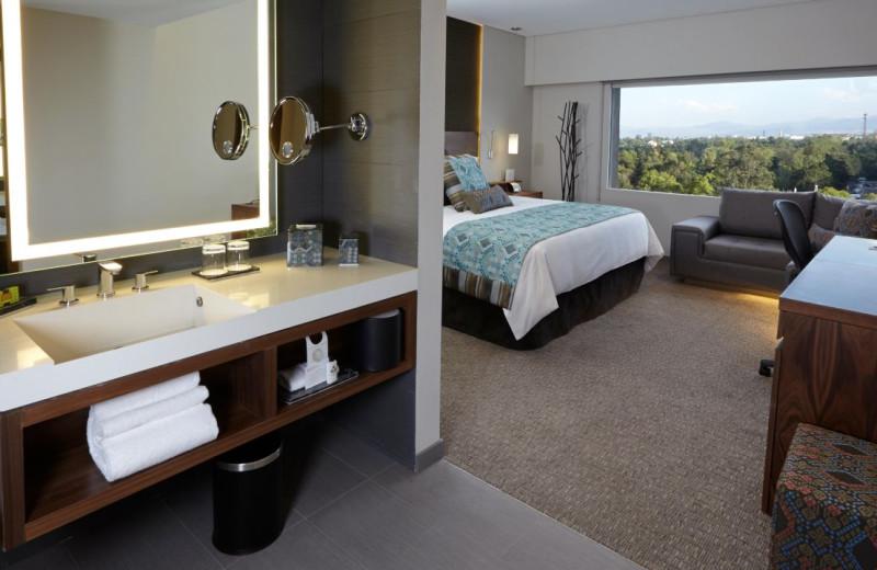 Guest room at Presidente Inter-Continental México City.