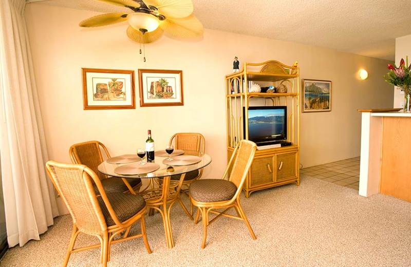 Vacation rental dining table at Sugar Beach Resort.