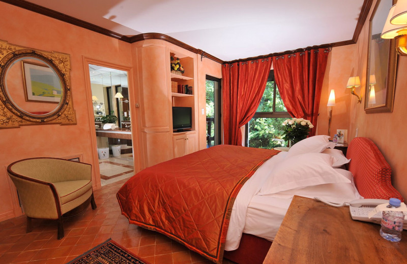 Guest room at Georges Blanc.