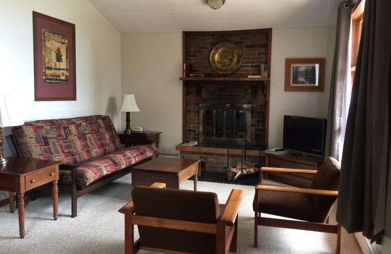 Guest living room at Thomsonite Beach Inn