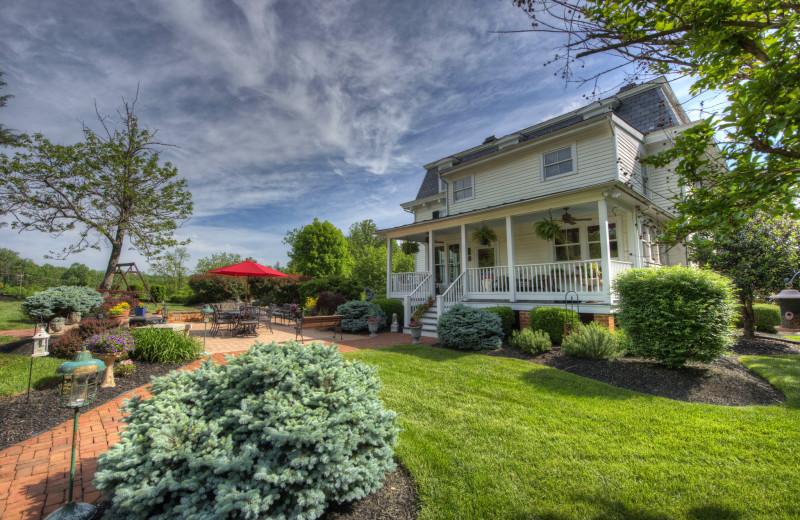 Exterior view of Chestnut Hill Wedding & Reception Venue.