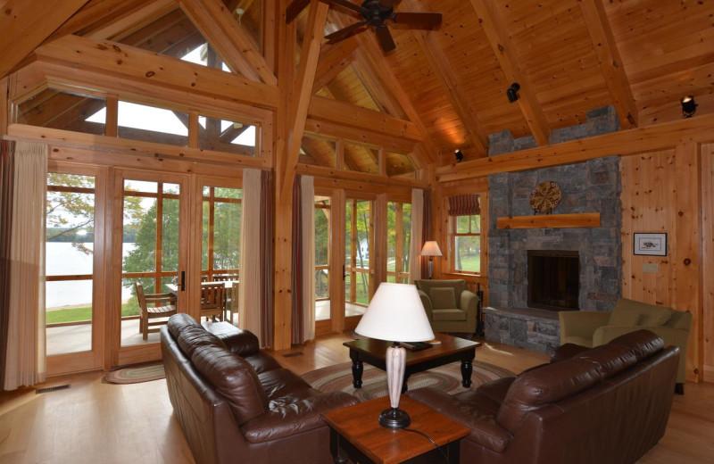 Cottage living room a tPort Cunnington Lodge & Resort.