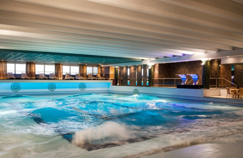 Wave pool at Hotels van Oranje.