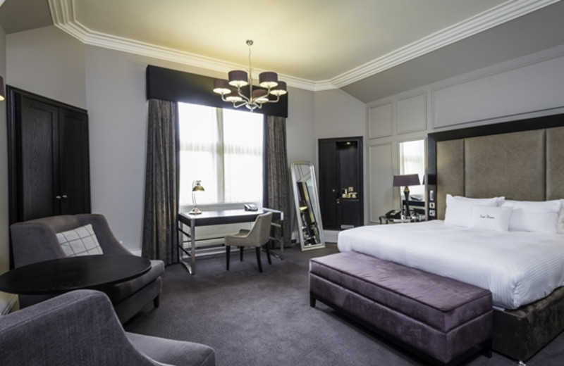 Guest room at DoubleTree by Hilton Hotel Dundee.