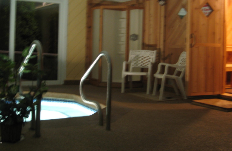 Hot tub at Cathedral Ledge Resort.