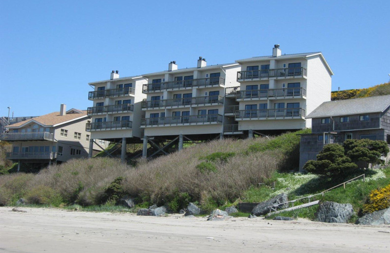 Exterior view of Sunset Oceanfront Lodging.