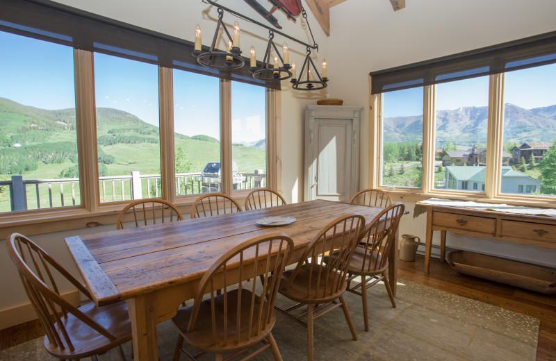 Rental dining room at Alpine Getaways.