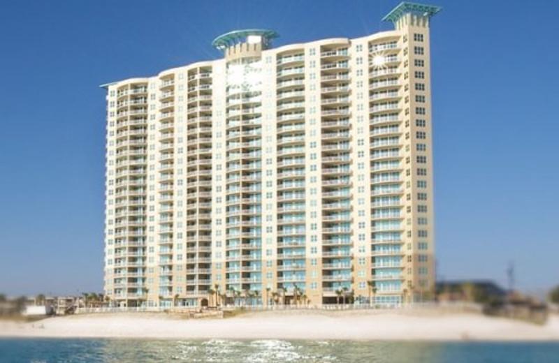 Exterior view of Aqua Beach Condos & Vacation Resort.
