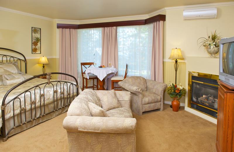 Guest room at La Montagne Coupee.