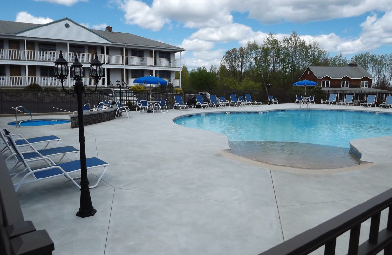 Outdoor swimming pool at Mariner Resort.