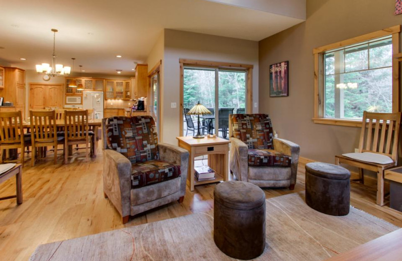 Living room at Olympic Foothills Lodge.