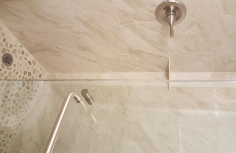 Guest bathroom at St. Moritz Lodge