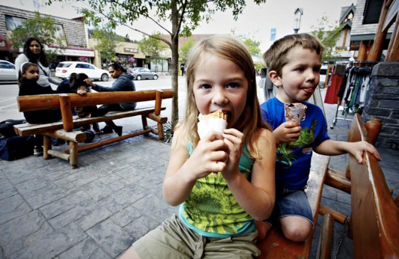 Kids eating ice cream near Overlander Mountain Lodge.