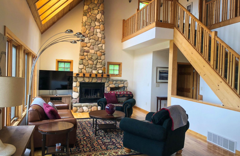Guest living room at Cascade Lodge.