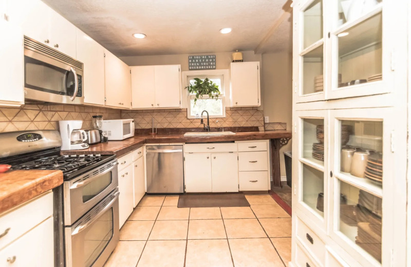 Rental kitchen at Geronimo Creek Retreat.