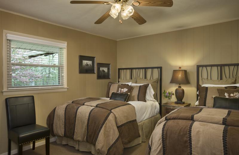 Guest room at Caryonah Hunting Lodge.