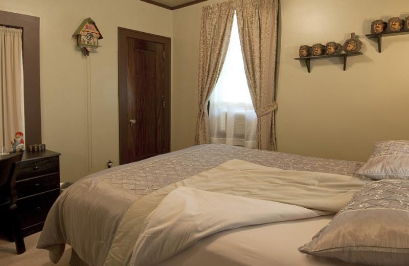 Guest room at Deutsche Strasse B & B.
