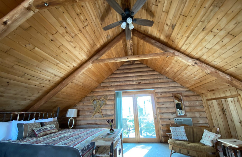 Cabin bedroom at Lakewoods Resort.