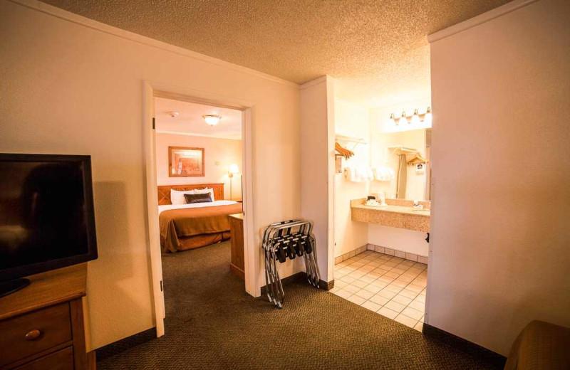 Guest room at Best Western Plus Ruby's Inn.