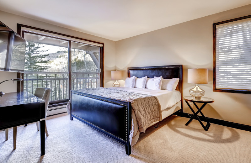 Guest bedroom at The Pines Lodge, A RockResort.