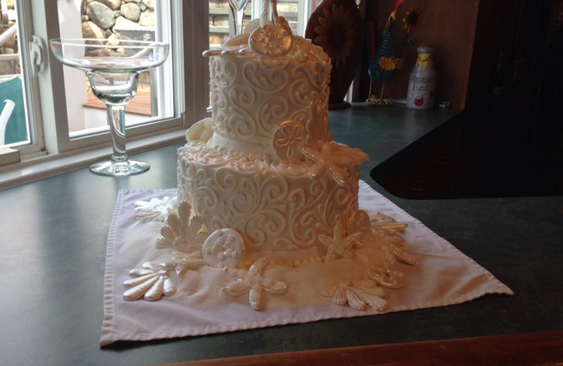 Wedding cake at The Meadowmere Resort.