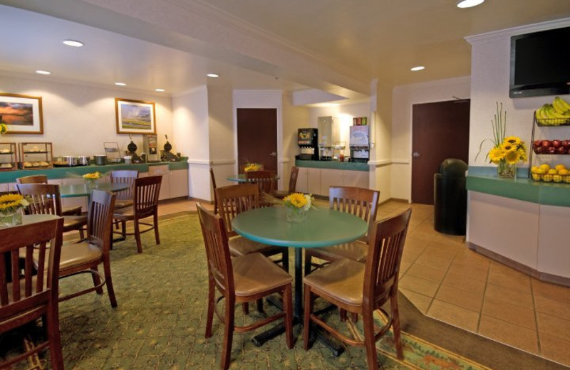 Dining Area at ClubHouse Inn