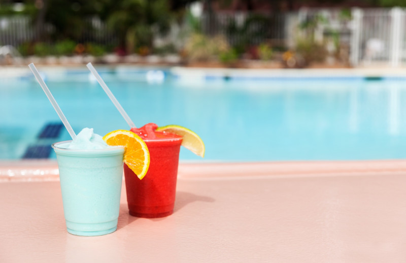 Drinks by the pool at Holiday Inn Oceanfront Ocean City.