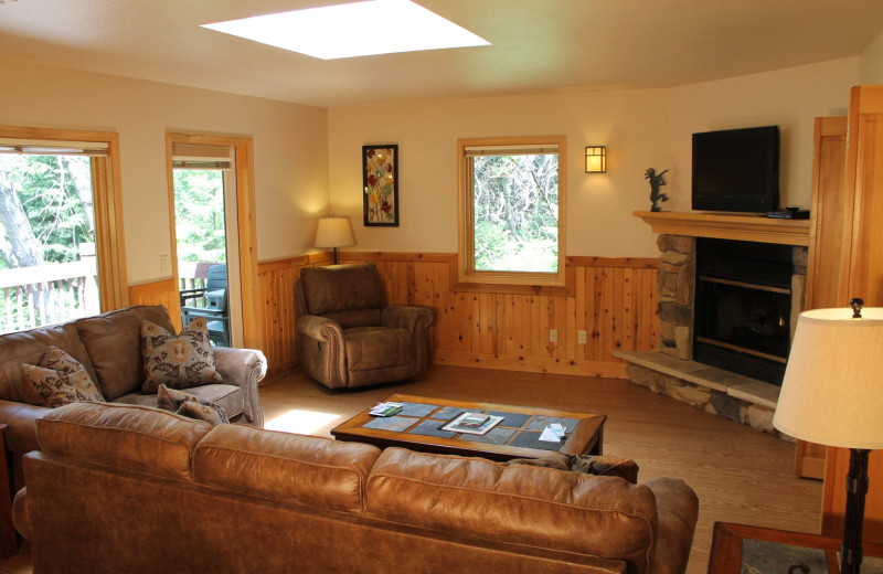 Guest living room at Mount Shasta Resort.