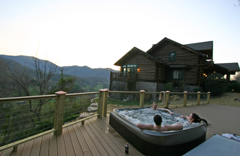 Hot tub at Wildberry Lodge.