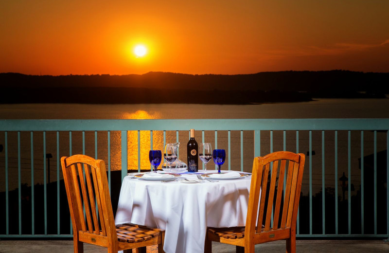 Outdoor dining at Chateau on the Lake.