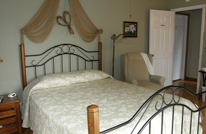 Guest room at Winslow Hill Bed