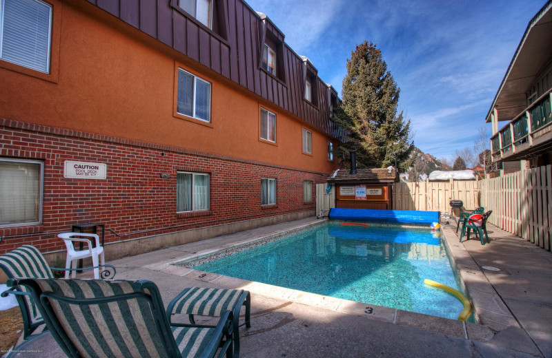 Rental outdoor pool at Frias Properties of Aspen - Silverglo.